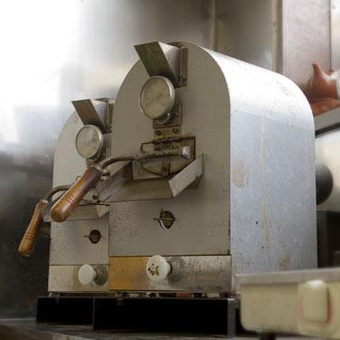 小型の焙煎マシンを2台並んだ状態で再度ご紹介。